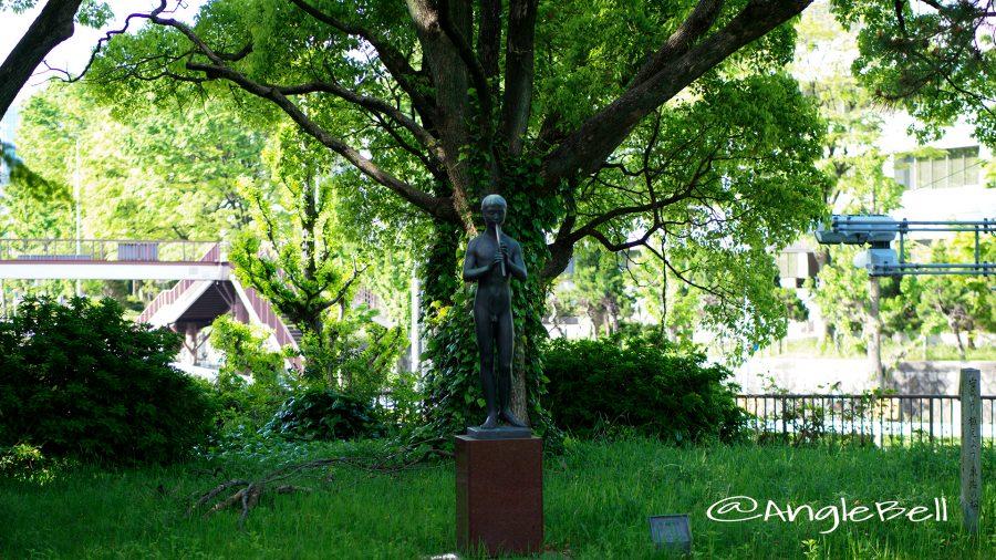 名城公園 彫刻の庭 モニュメント 笛吹き少年