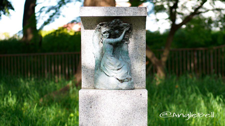 名城公園 彫刻の庭 モニュメント 摘み取り