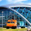 名古屋港 ガーデンふ頭 中型雪上車SM50Sとポートハウス