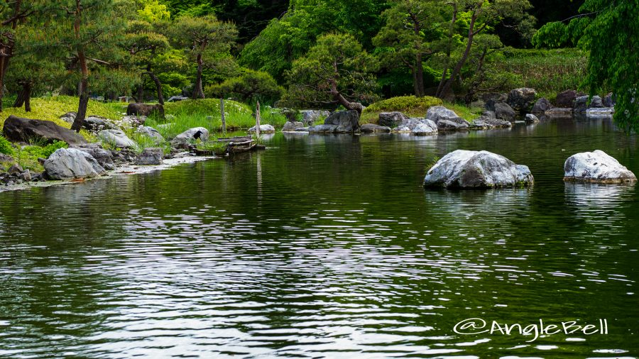 白鳥庭園 分流の景(木曽三川) と一艘の田舟