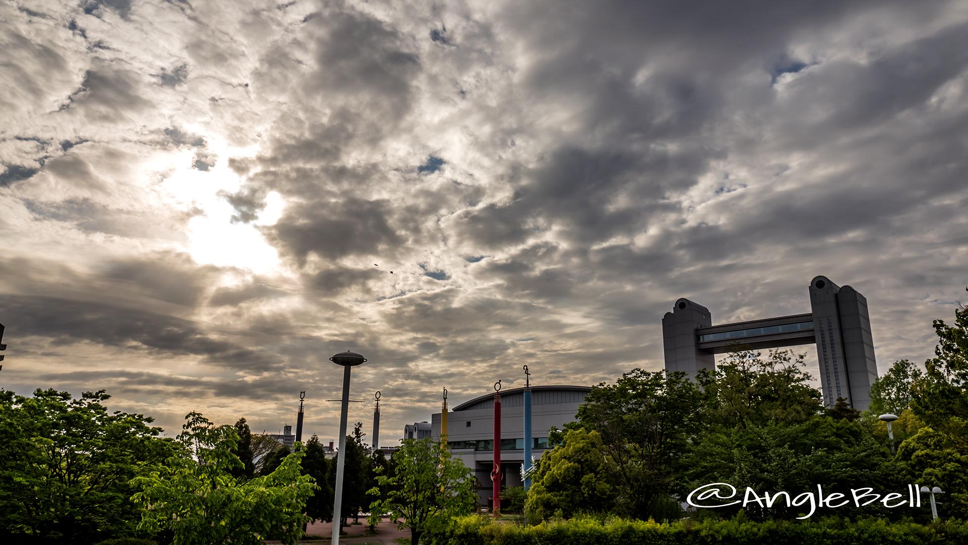 白鳥公園 名古屋国際会議場と創造の柱 夕景