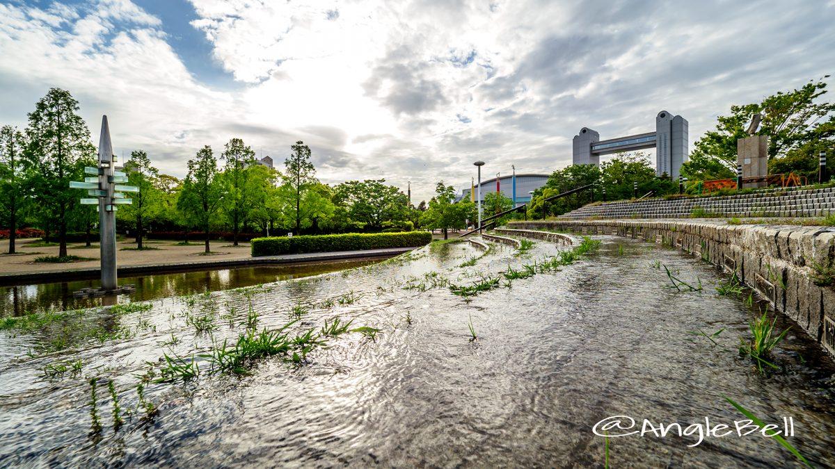 白鳥公園 橋詰広場と名古屋国際会議場