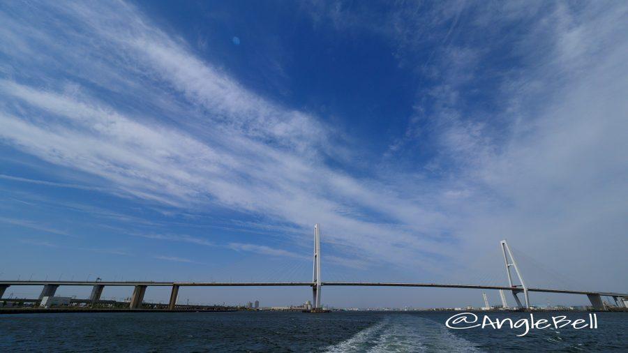 名古屋港トリトンラインから見た名港トリトン