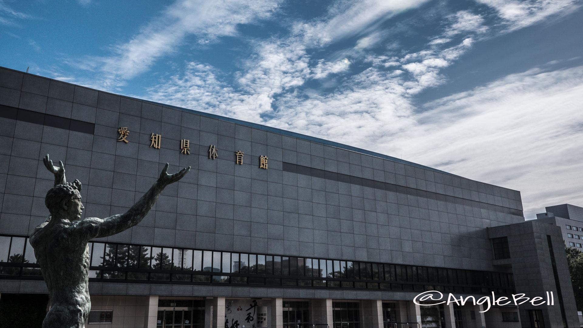 愛知県体育館 伸の像