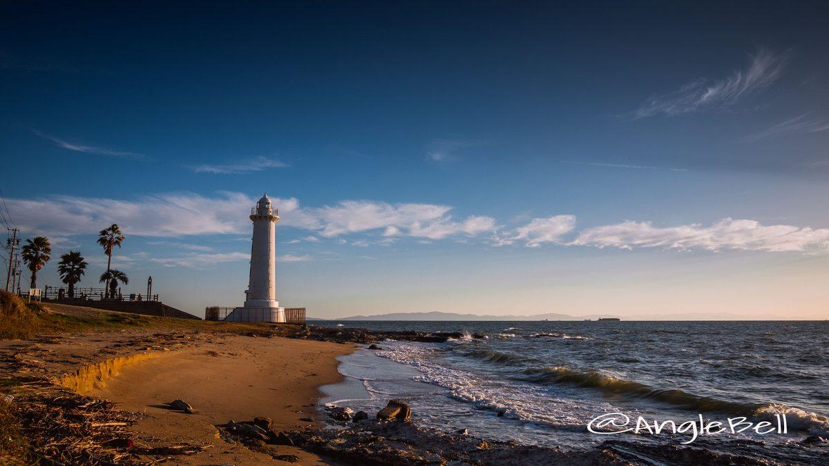 青空と秋の海 野間灯台