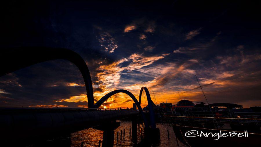 名古屋港 ポートブリッジ シルエットと夕日