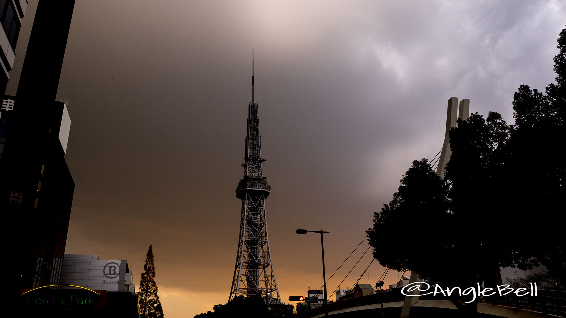 桜通久屋東 名古屋テレビ塔と夕日