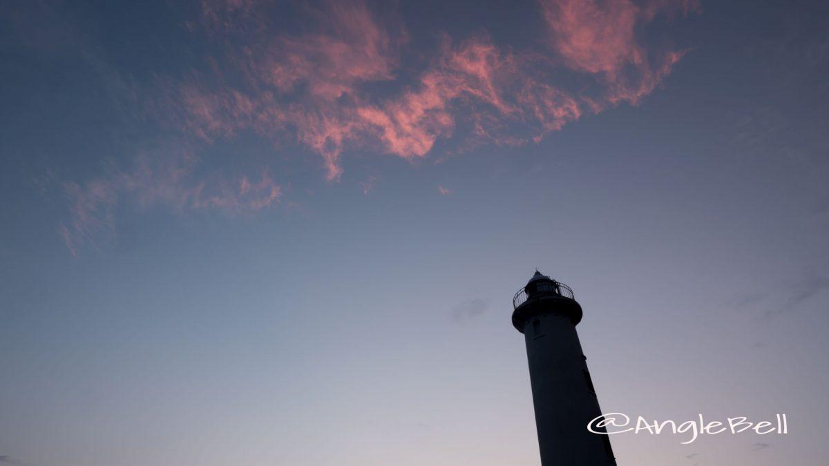 野間灯台と空