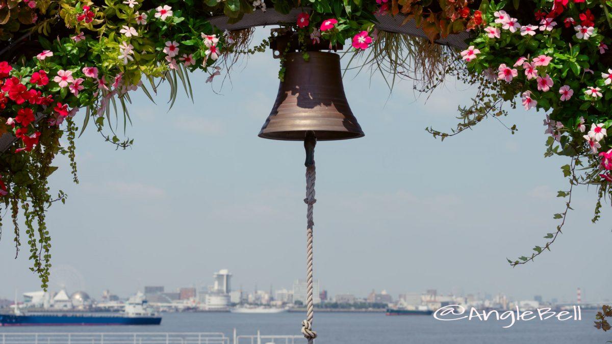 名古屋港ワイルドフラワーガーデン フラワーアーチと鐘