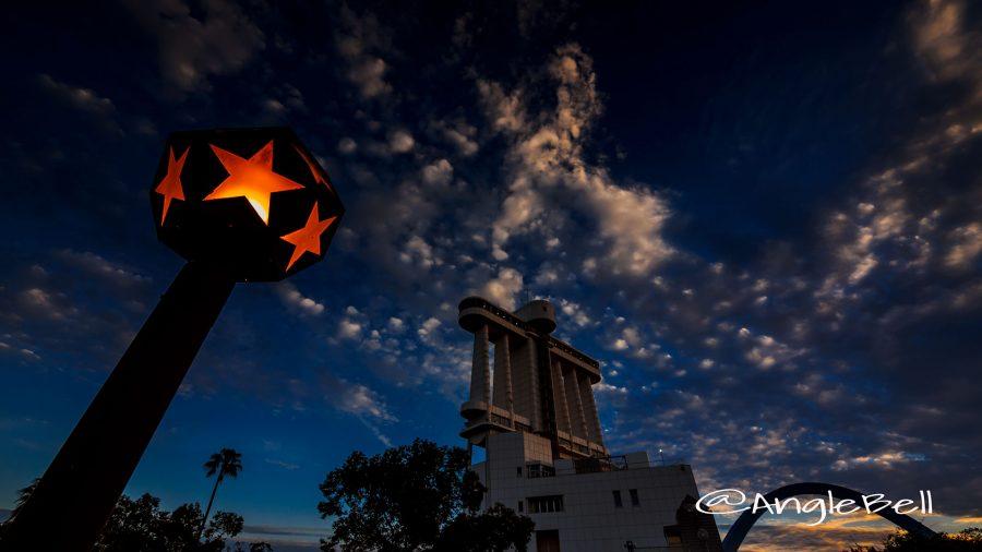 名古屋港 星形の街灯と空