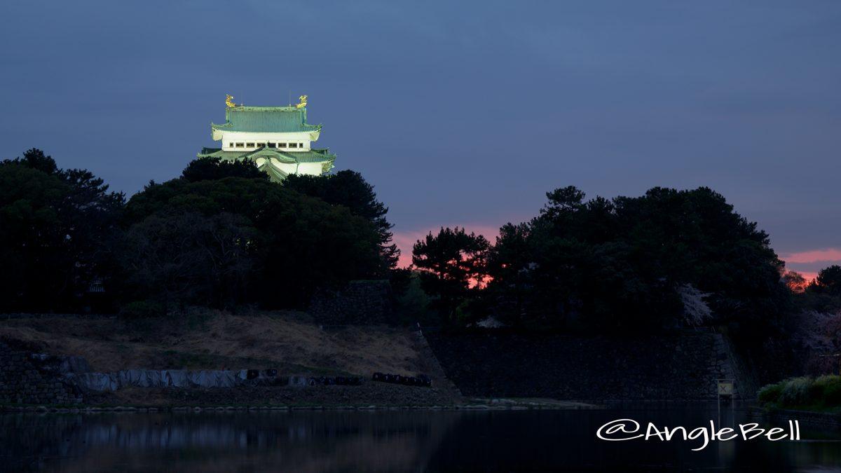 御深井堀から見る名古屋城と夕景