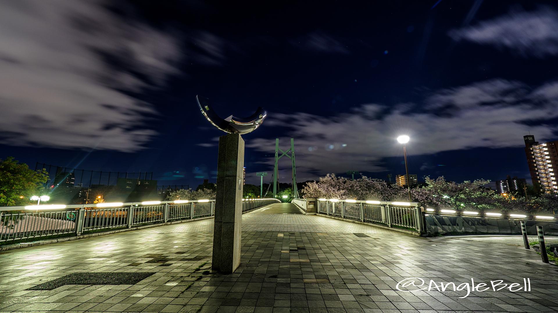 熱田記念橋 堀川沿いの桜とモニュメント「翔姿」