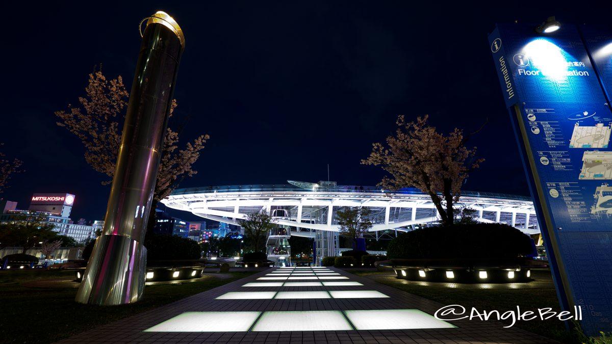 愛知芸術文化センター2F連絡橋側から見るオアシス21とサクラ