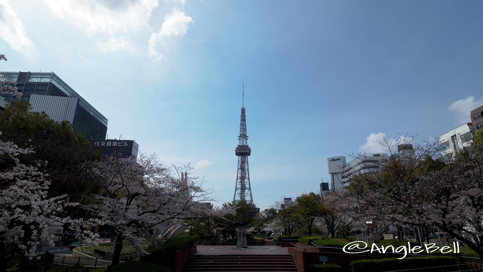 名古屋テレビ塔と白頭鷲の像