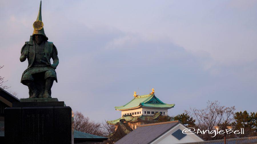 加藤清正像と名古屋城