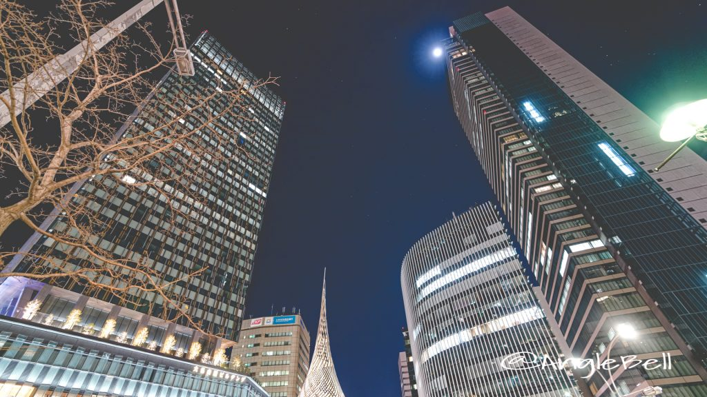名古屋駅 モニュメント 「飛翔」と桜通のビル群