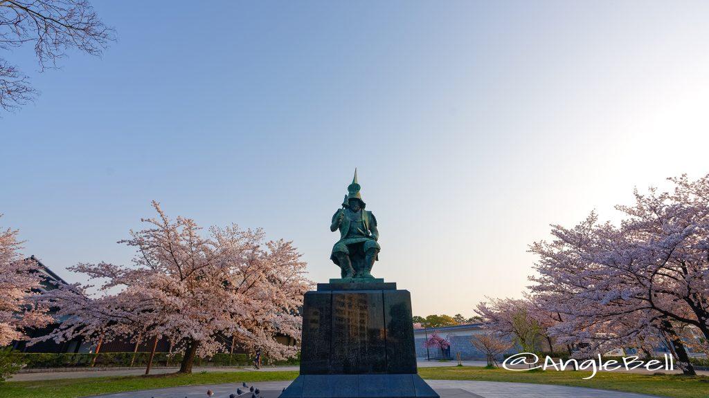 早朝 名城公園 加藤清正像と桜 March 2018