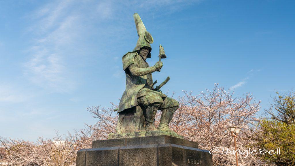 加藤清正像と桜 名城公園 2019