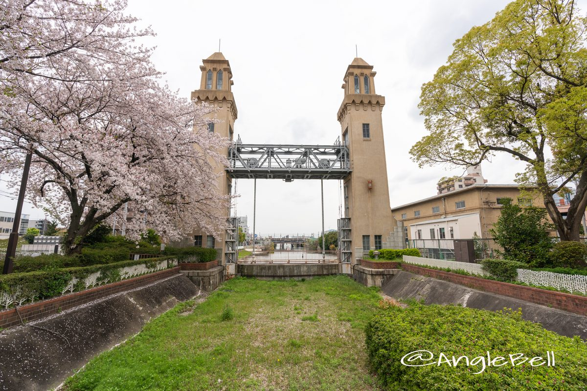 松重閘門公園から見る松重閘門と桜 2019