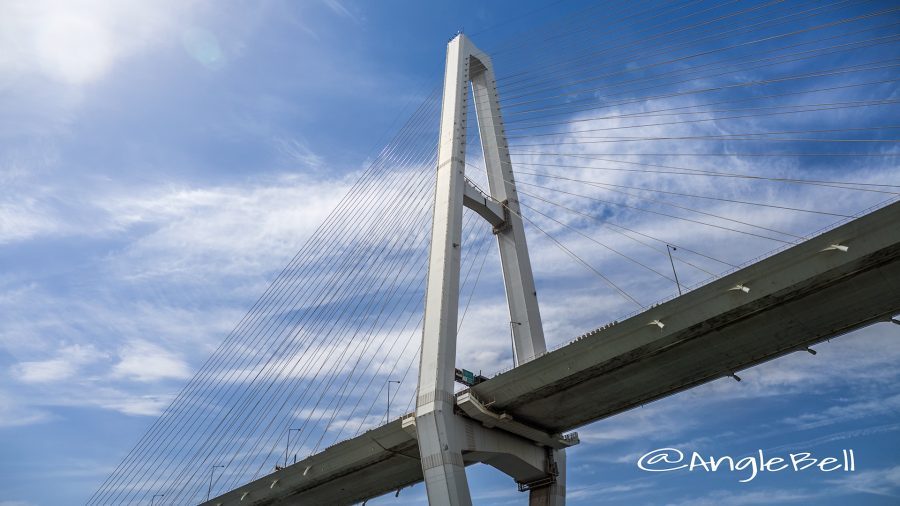 海上から見る名港中央大橋(名港トリトン) 橋桁